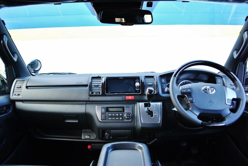広々としたコクピットです♪ | トヨタ ハイエースバン 2.8 スーパーGL ダークプライムⅡ ロングボディ ディーゼルターボ 4WD Ver4 小窓あり