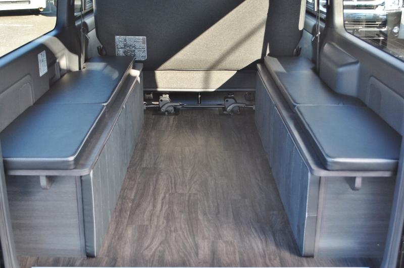 上のパネルは両サイドにくっつけられます♪ | トヨタ ハイエースバン 2.8 スーパーGL ダークプライムⅡ ロングボディ ディーゼルターボ 4WD Ver4 小窓あり