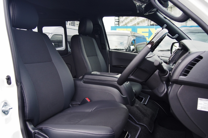 長時間座っても疲れにくいハイエースのシートです! | トヨタ ハイエースバン 2.8 スーパーGL ダークプライムⅡ ロングボディ ディーゼルターボ 4WD 小窓付き