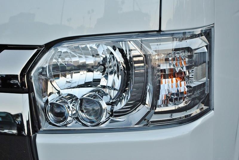 雨の日でも明るいLEDヘッドランプ! | トヨタ ハイエースバン 2.8 スーパーGL ダークプライムⅡ ロングボディ ディーゼルターボ 4WD 小窓付き