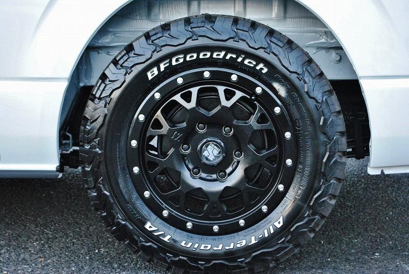 4WDらしくエクストリームJとBFGoodrich17インチタイヤの組み合わせ! | トヨタ ハイエースバン 2.8 スーパーGL ダークプライムⅡ ロングボディ ディーゼルターボ 4WD 小窓付き