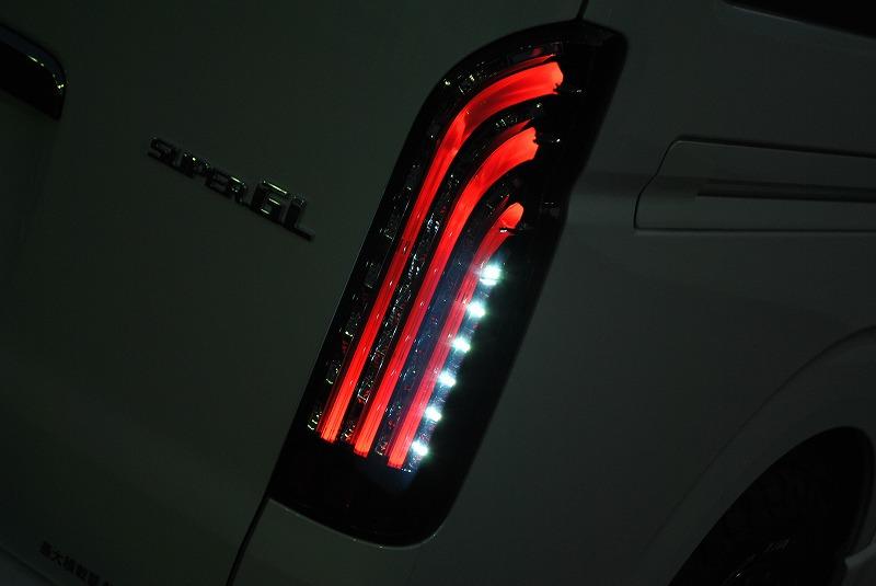 夜間はさらに美しく煌きます! | トヨタ ハイエースバン 2.8 スーパーGL ダークプライムⅡ ロングボディ ディーゼルターボ 4WD 小窓付き