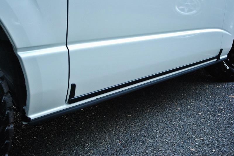 寒冷地仕様専用のアウトサイドモールディング! | トヨタ ハイエースバン 2.8 スーパーGL ダークプライムⅡ ロングボディ ディーゼルターボ 4WD 小窓付き