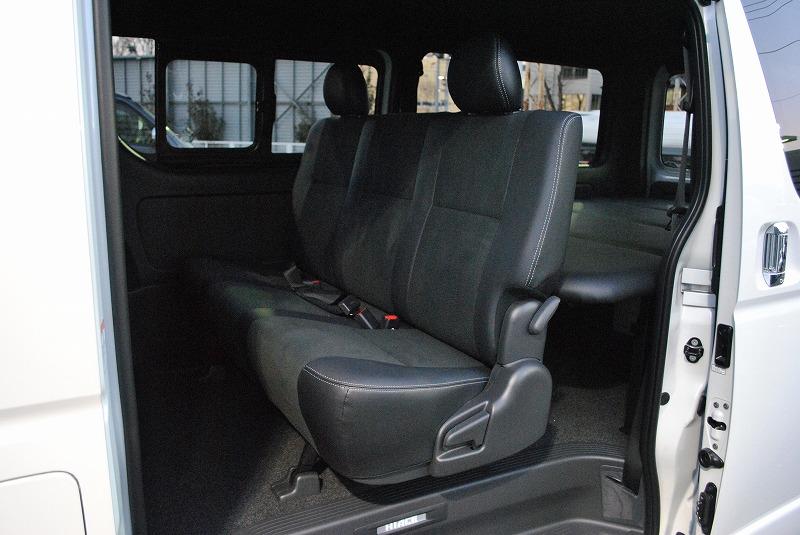 特別仕様車専用のハーフブラックレザー調シート! | トヨタ ハイエースバン 2.8 スーパーGL ダークプライムⅡ ロングボディ ディーゼルターボ 4WD 小窓付き