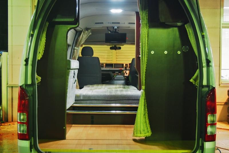 カーテンが付いているのでプライバシー守れます♪その他写真はGOOで掲載! | トヨタ ハイエースバン 2.7 DX ワイド スーパーロング ハイルーフ GLパッケージ キャンパー特装 ナッツ