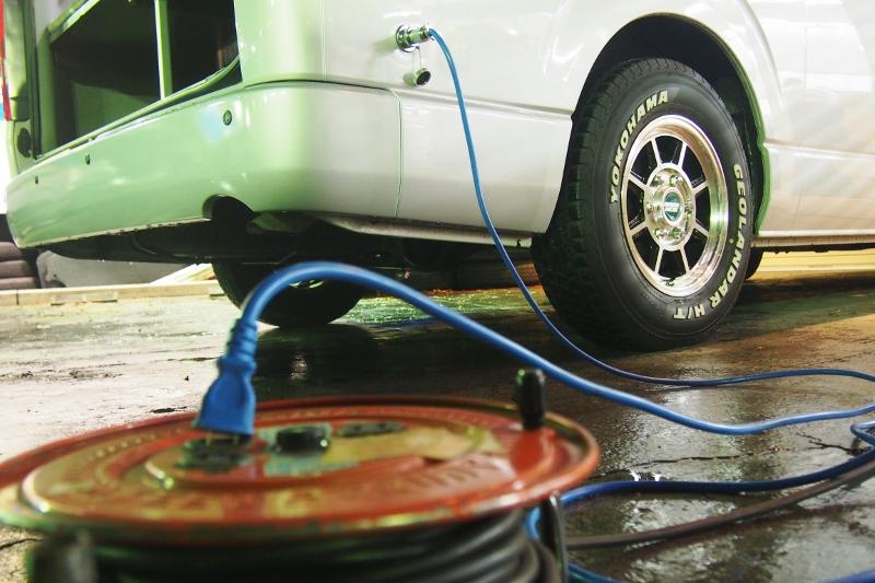 充電は家のコンセントからでもできます♪その他写真はGOOで掲載! | トヨタ ハイエースバン 2.7 DX ワイド スーパーロング ハイルーフ GLパッケージ キャンパー特装 ナッツ