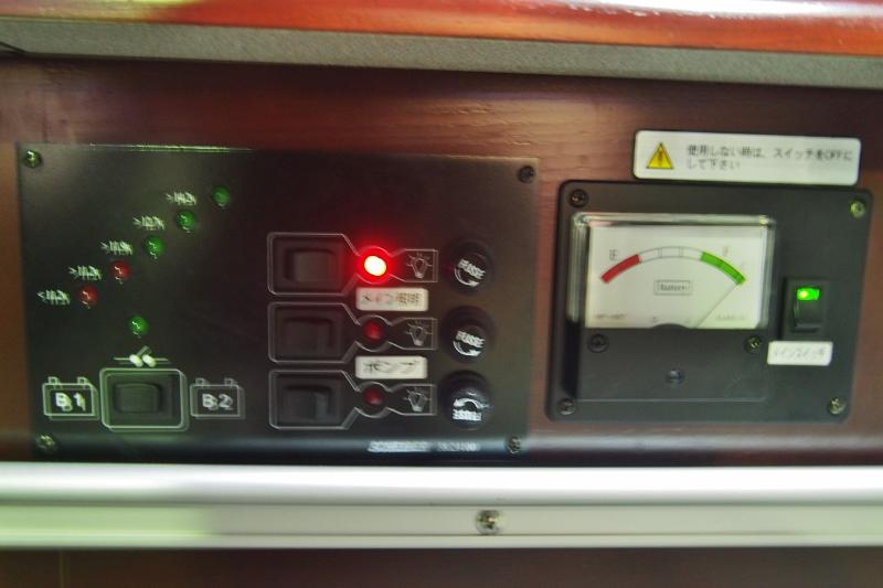 サブバッテリーのメーター付いてます♪その他写真はGOOで掲載! | トヨタ ハイエースバン 2.7 DX ワイド スーパーロング ハイルーフ GLパッケージ キャンパー特装 ナッツ
