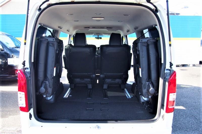 トランクスペースも広々確保できます。 | トヨタ ハイエース 2.7 GL ロング ファインテックツアラー 4WD 4WDファインテックツアラー