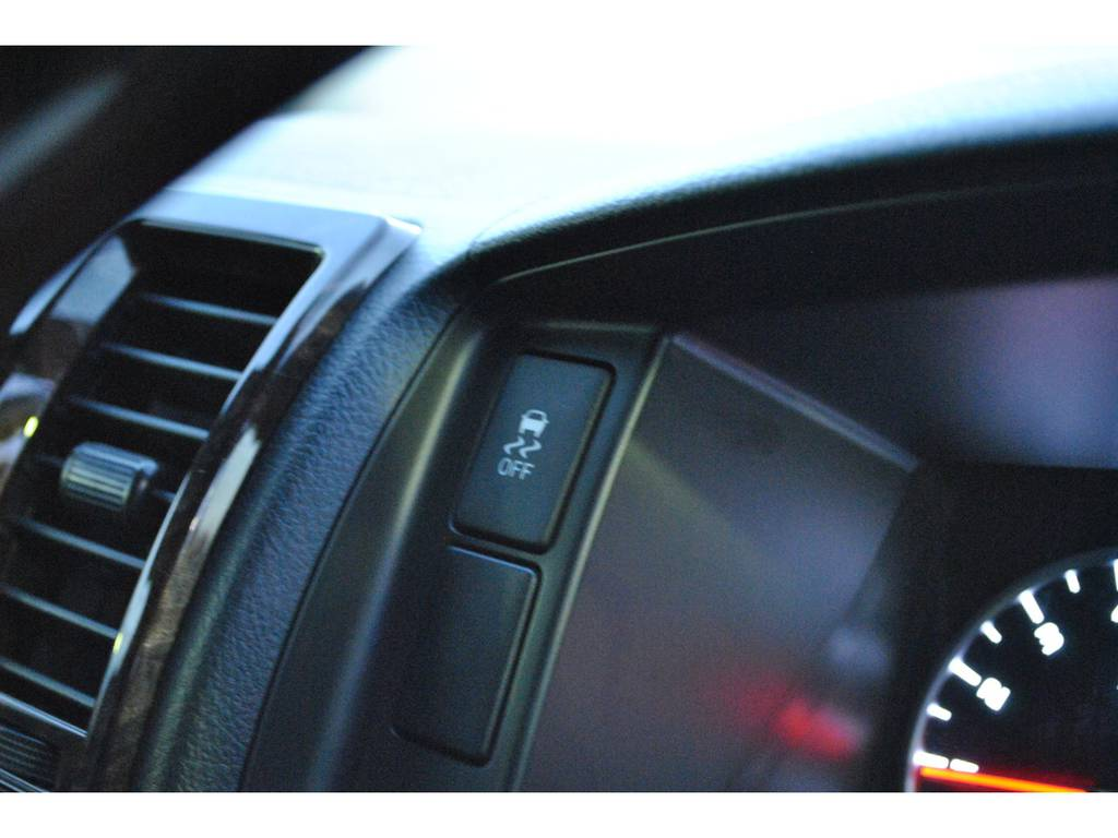 VSC&TRCのオンオフスイッチはステアリングのそばにあります♪   トヨタ ハイエースバン 2.8 スーパーGL 50TH アニバーサリー リミテッド ロングボディ ディーゼルターボ 4WD TSS付 パワスラ付き