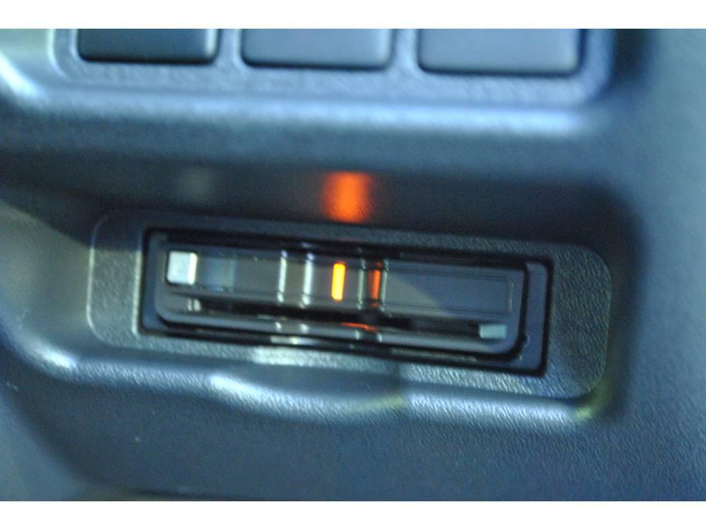 ETCはすっきりと収まっています♪ | トヨタ ハイエースバン 2.8 スーパーGL 50TH アニバーサリー リミテッド ロングボディ ディーゼルターボ 4WD TSS付 パワスラ付き