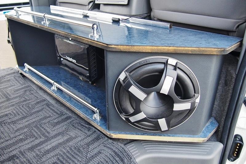 ウーハー&アンプがついてるので音圧がすごいです♪ | トヨタ ハイエースバン 2.0 スーパーGL ロング 極カスタム