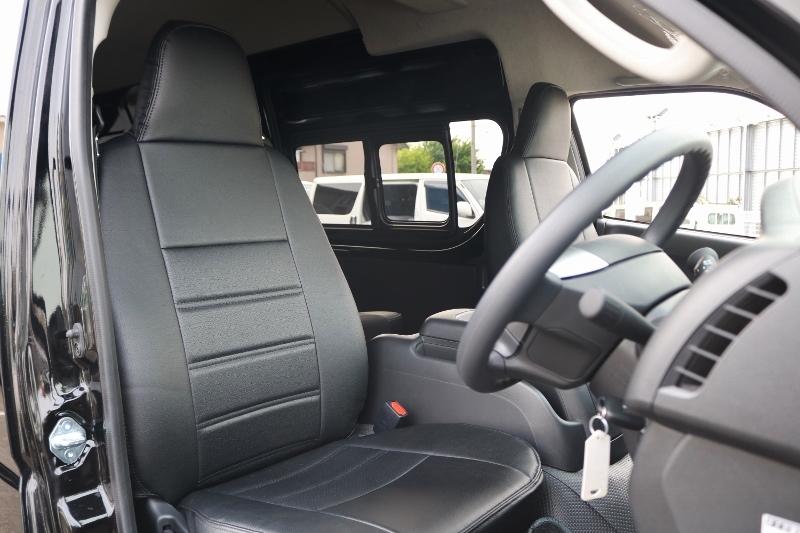 レザー調シートカバー付きですので汚れも拭き取れます。 | トヨタ ハイエースバン 2.8 DX ワイド スーパーロング ハイルーフ GLパッケージ ディーゼルターボ 4WD S-GLシート スライドレール WAC