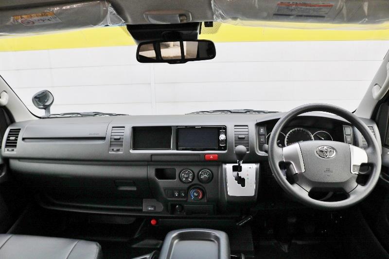 風量の自動広いコックピットです。 | トヨタ ハイエースバン 2.8 DX ワイド スーパーロング ハイルーフ GLパッケージ ディーゼルターボ 4WD S-GLシート スライドレール WAC