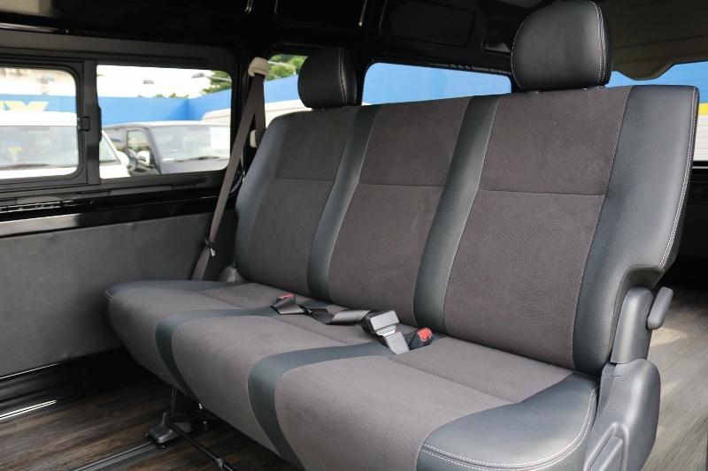 後席の方も快適に過ごせるよう後席はGLシート(特別仕様車)シートに変更済みです! | トヨタ ハイエースバン 2.8 DX ワイド スーパーロング ハイルーフ GLパッケージ ディーゼルターボ 4WD S-GLシート スライドレール WAC