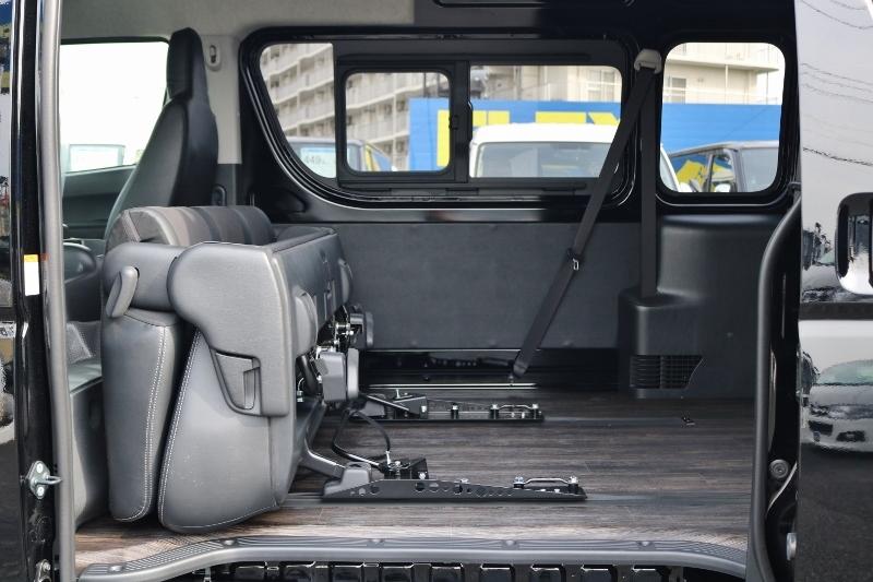 足幅調整や、荷室をさらに広げることができます! | トヨタ ハイエースバン 2.8 DX ワイド スーパーロング ハイルーフ GLパッケージ ディーゼルターボ 4WD S-GLシート スライドレール WAC