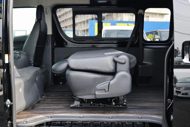 前に倒したり、後ろにフルフラットまでさげることも出来ます。 | トヨタ ハイエースバン 2.8 DX ワイド スーパーロング ハイルーフ GLパッケージ ディーゼルターボ 4WD S-GLシート スライドレール WAC