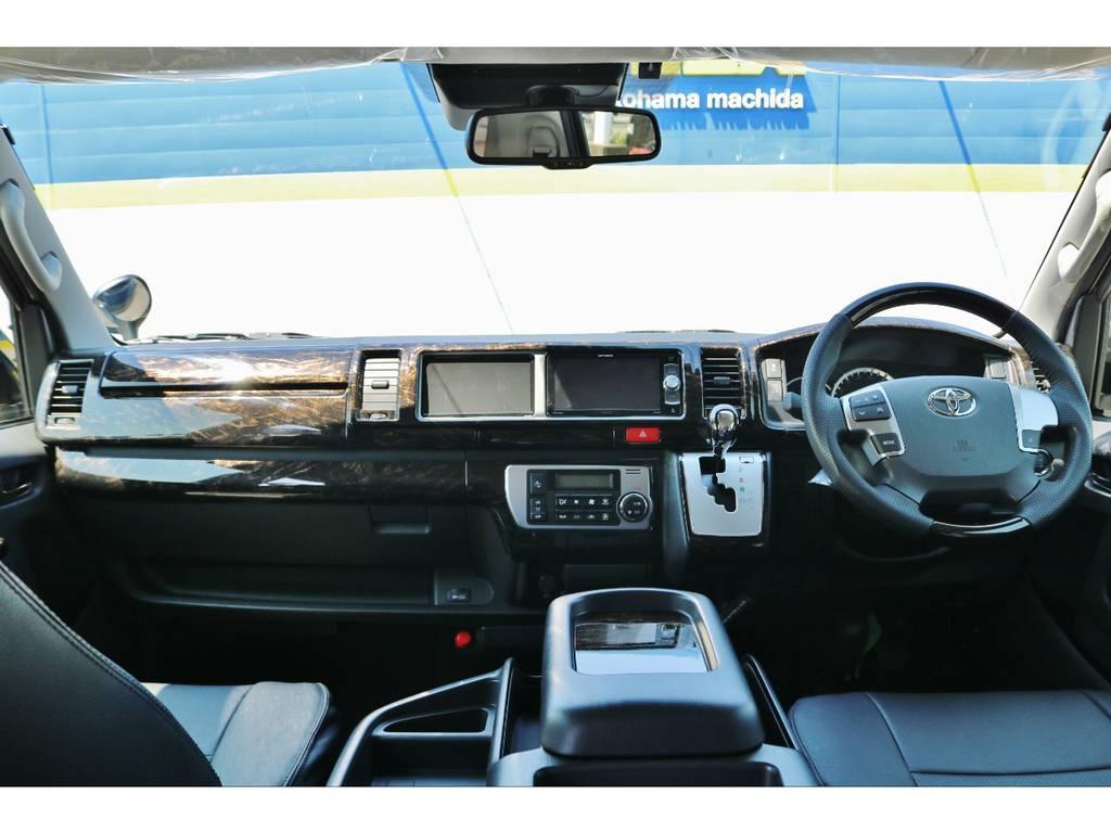 機能満載ですが使いやすくまとめられたコックピットです! | トヨタ ハイエース 2.7 GL ロング ミドルルーフ TSS付 GDアイズ仕様