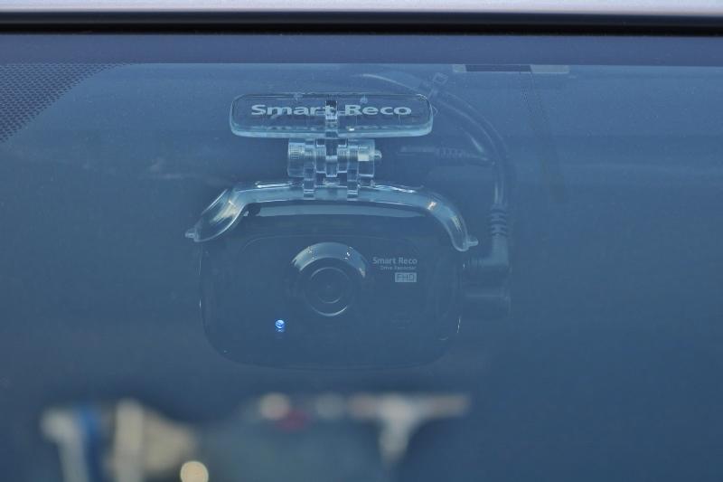 外車ディーラーでも人気のドラレコ、スマートレコは前後録画タイプ!