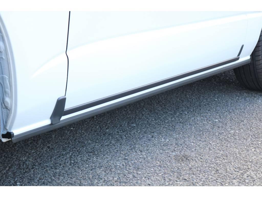 凍結防止のスライドドアモールディング付! | トヨタ ハイエース 2.7 GL ロング ミドルルーフ 4WD セーフティー付き ナビ・エアロPKG
