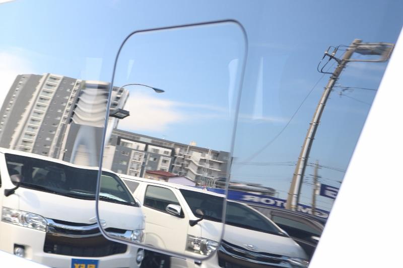 換気できる小窓付き! | トヨタ ハイエース 2.7 GL ロング ミドルルーフ 4WD セーフティー付き ナビ・エアロPKG