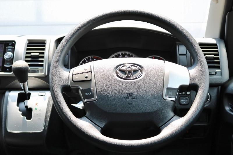ステアリングスイッチ付きなので運転中に音量など操作できます! | トヨタ ハイエース 2.7 GL ロング ミドルルーフ 4WD セーフティー付き ナビ・エアロPKG