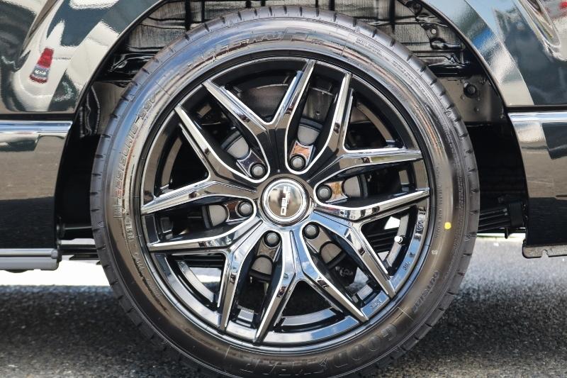 デルフ 18インチホイールにグッドイヤーの組み合わせ! | トヨタ ハイエース 2.7 GL ロング ミドルルーフ 4WD セーフティー付き ナビ・エアロPKG