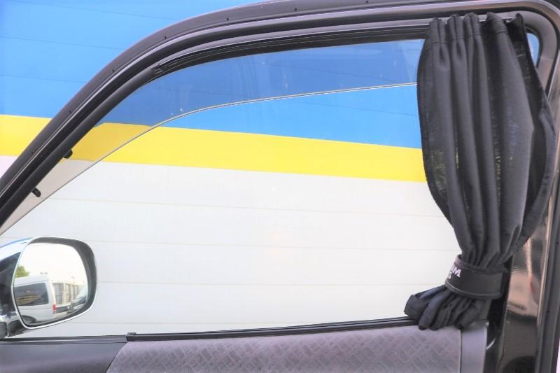 フロントにはカーテン付いてます♪ | トヨタ ハイエースバン 2.0 スーパーGL ロング エアロ ローダウン アルミ