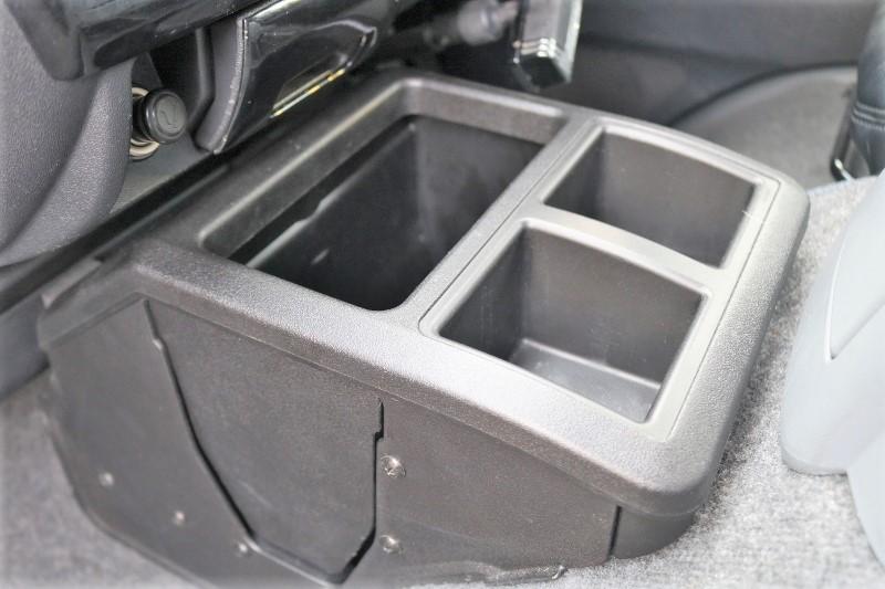 フロントにはBOXが付いてます♪ | トヨタ ハイエースバン 2.0 スーパーGL ロング エアロ ローダウン アルミ