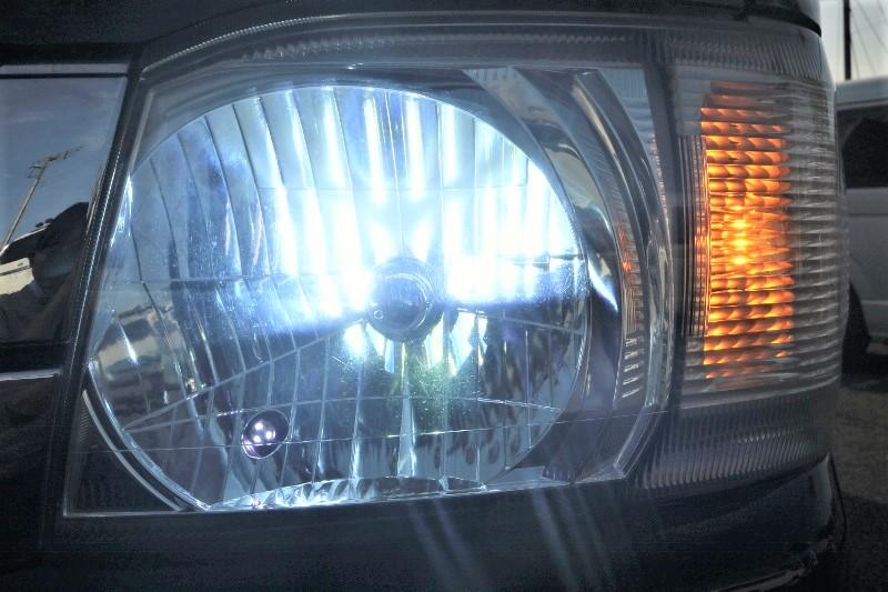 ヘッドライトはHIDに変更済み♪ | トヨタ ハイエースバン 2.0 スーパーGL ロング エアロ ローダウン アルミ
