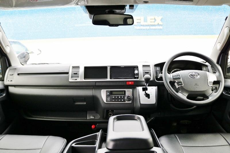 シンプルなコックピット! | トヨタ ハイエース 2.7 GL ロング ミドルルーフ 4WD 現行ハイエースワゴン 4WD 車検付き