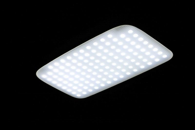 室内を明るくするLEDに交換済みです! | トヨタ ハイエース 2.7 GL ロング ミドルルーフ 4WD 現行ハイエースワゴン 4WD 車検付き