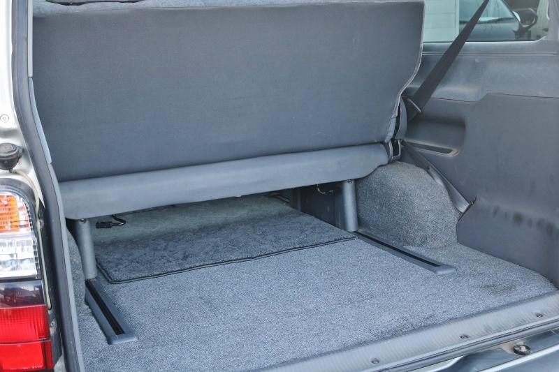 スライドレール付きの後席です! | トヨタ ハイエース 2.4 スーパーカスタムG トリプルムーンルーフ
