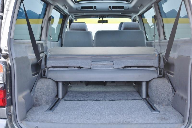 広いトランクでご家族みんなの荷物がしっかり入ります! | トヨタ ハイエース 2.4 スーパーカスタムG トリプルムーンルーフ