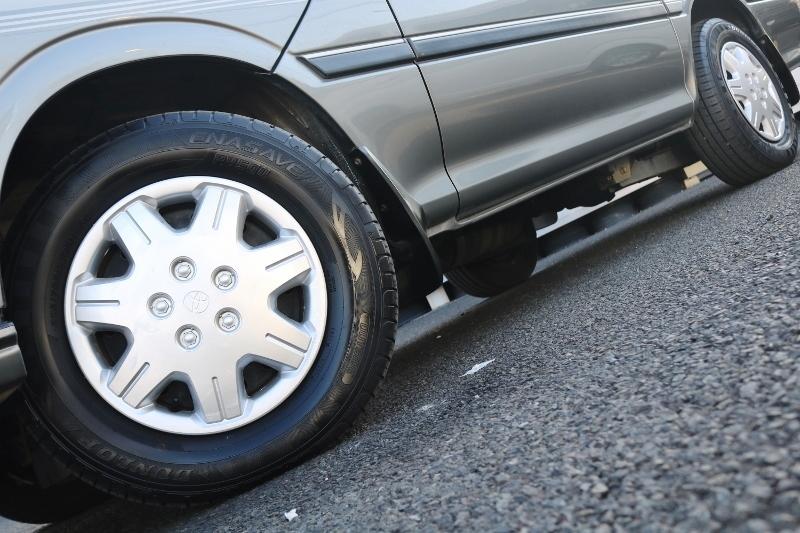タイヤの溝もしっかり残っています! | トヨタ ハイエース 2.4 スーパーカスタムG トリプルムーンルーフ