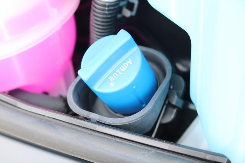 アドブルーで排気の臭いを抑えるなど効果が高い装備です。