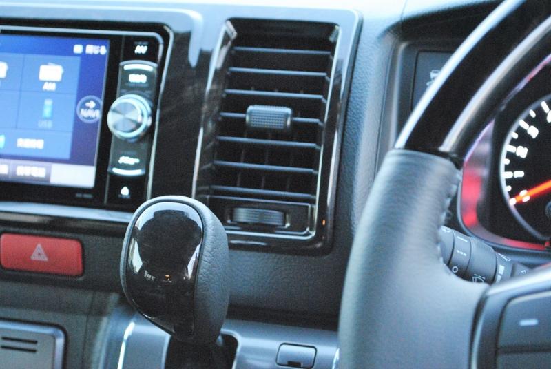 黒木目調のフロント周り♪   トヨタ ハイエースバン 2.8 スーパーGL ダークプライムⅡ ロングボディ ディーゼルターボ 特別仕様車 コブラフルエアロ