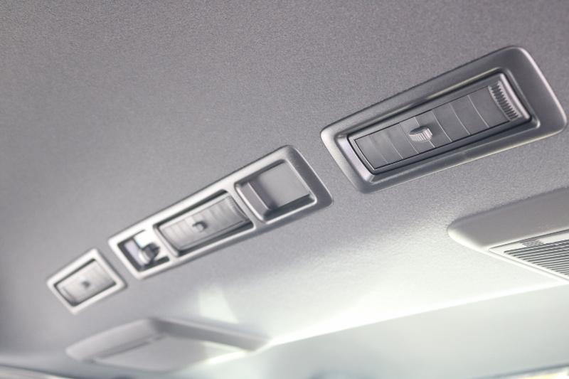 天井はブラックで統一されています♪   トヨタ ハイエースバン 2.8 スーパーGL ダークプライムⅡ ロングボディ ディーゼルターボ 特別仕様車 コブラフルエアロ