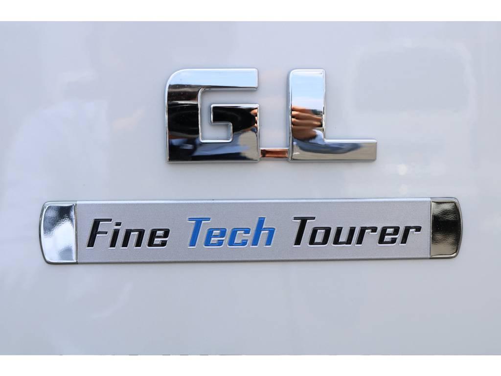 ファインテックツアラー限定のエンブレムもついてます! | トヨタ ハイエース 2.7 GL ロング ファインテックツアラー 4WD キャプテンシート装着ファインテックツアラ