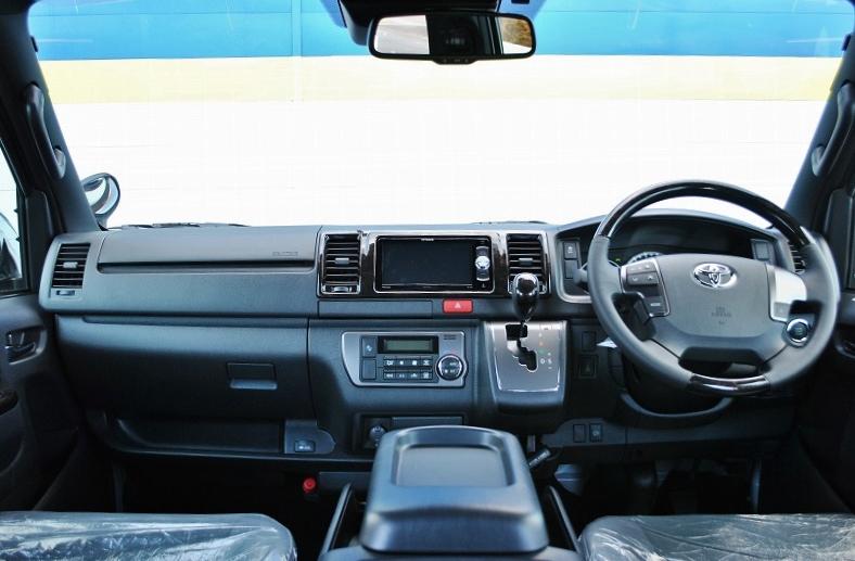高級感のあるフロント周り! | トヨタ ハイエースバン 2.0 スーパーGL ダークプライムⅡ ロングボディ 小窓付き