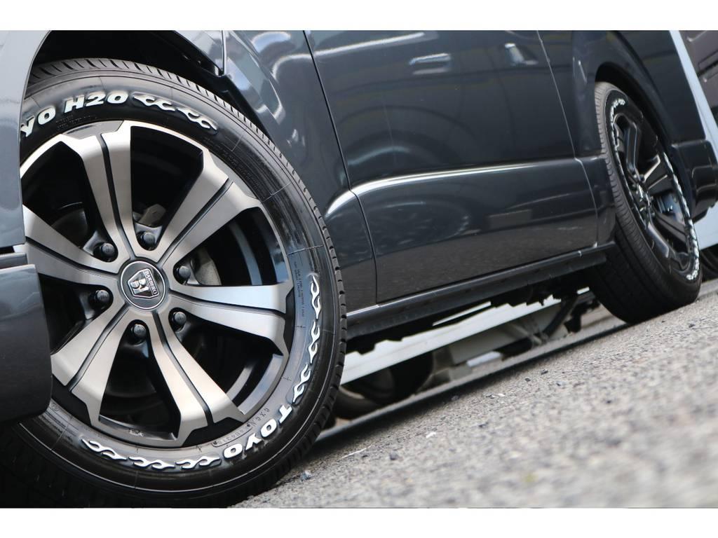 グレーメタリックにぴったりの限定カラーアルミホイールです!   トヨタ ハイエースバン 2.0 スーパーGL ロング グレー ナビPKG