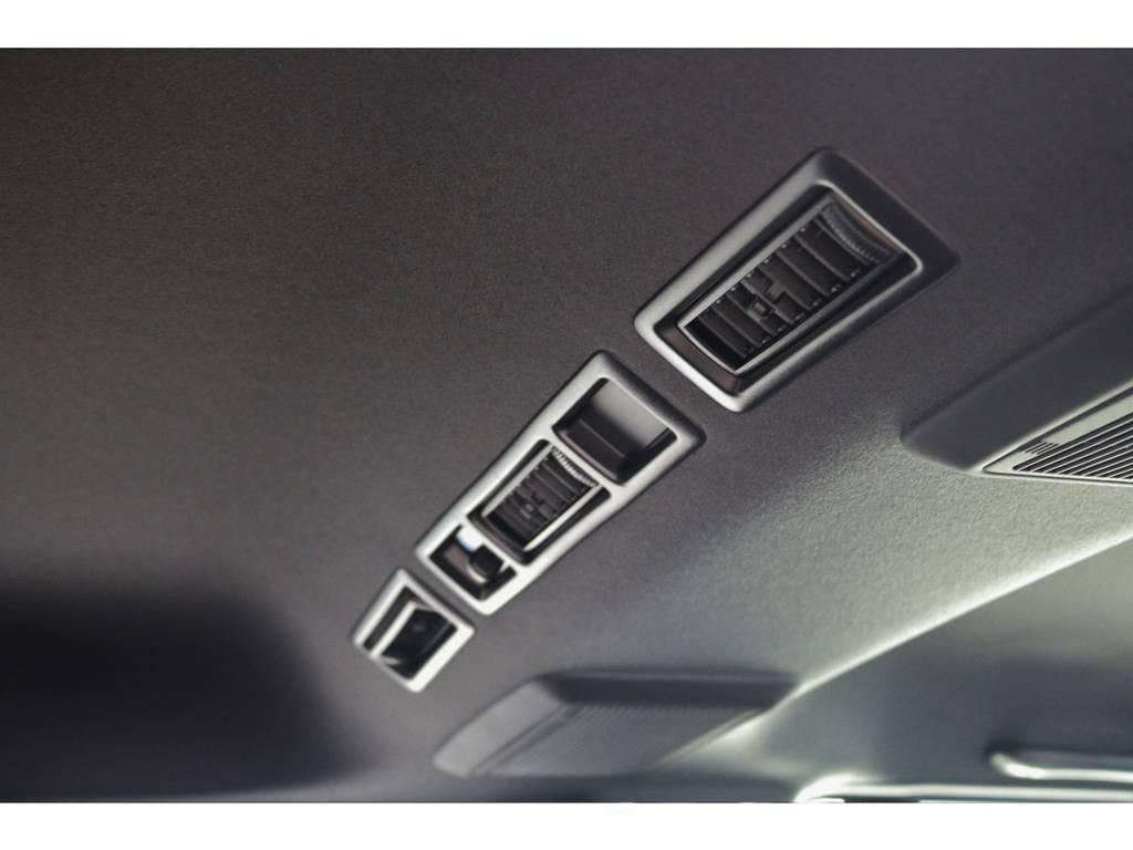 特別仕様車のみ天井はブラックになります!全体的に引き締まって見えます!