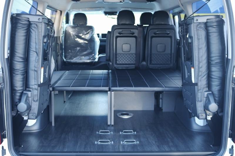 4列目を跳ね上げれば荷室が広がります♪   トヨタ ハイエース 2.7 GL ロング ミドルルーフ TSS付 ベットキットアレンジR1