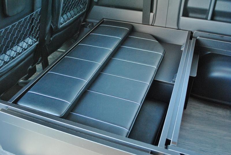 ベッドパネルは収納可能♪   トヨタ ハイエース 2.7 GL ロング ミドルルーフ TSS付 ベットキットアレンジR1