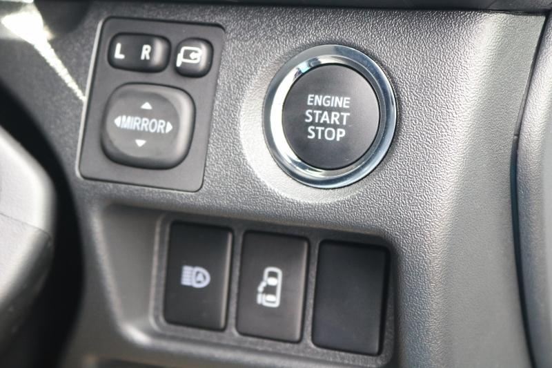 エンジンはプッシュスタート式なのでカバンに鍵を入れたままエンジンが掛けられます! | トヨタ ハイエース 2.7 GL ロング ミドルルーフ セーフティー付き Ver2内装カスタム