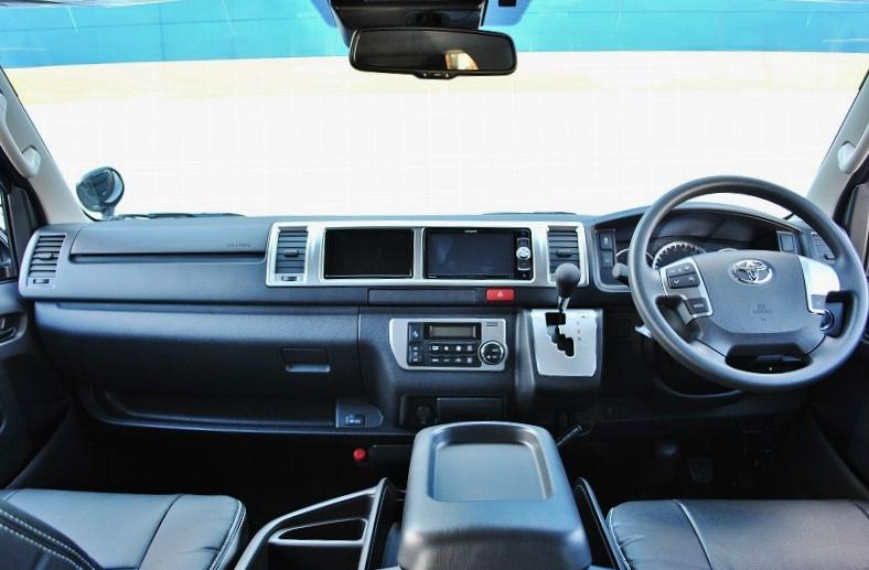シンプルなフロント、コックピット周り! | トヨタ ハイエース 2.7 GL ロング ミドルルーフ セーフティー付き Ver2内装カスタム