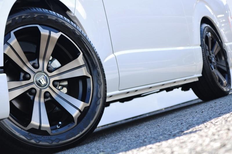 ボディーとホイールがマッチしていてカッコイイです! | トヨタ ハイエース 2.7 GL ロング ミドルルーフ セーフティー付き Ver2内装カスタム