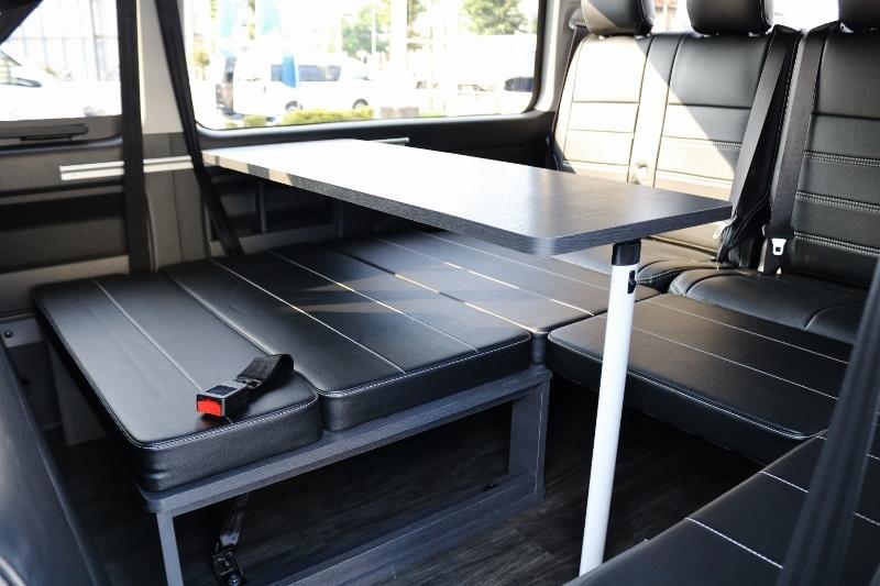 テーブル付なのでご飯など食べる際に便利です! | トヨタ ハイエース 2.7 GL ロング ミドルルーフ セーフティー付き Ver2内装カスタム
