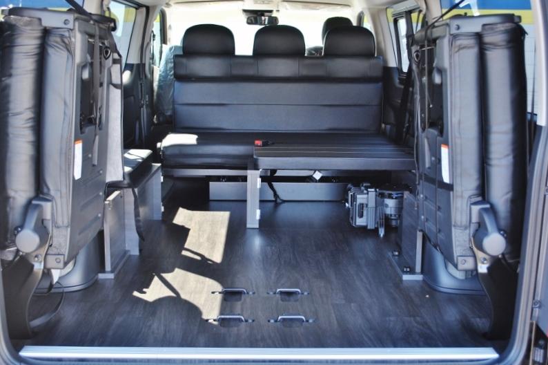 4列目を跳ね上げしますと沢山荷物が載せられます! | トヨタ ハイエース 2.7 GL ロング ミドルルーフ セーフティー付き Ver2内装カスタム
