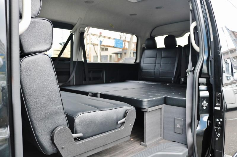 セカンドシートは後ろ向きにもできます! | トヨタ ハイエース 2.7 GL ロング ミドルルーフ セーフティー付き Ver2内装カスタム