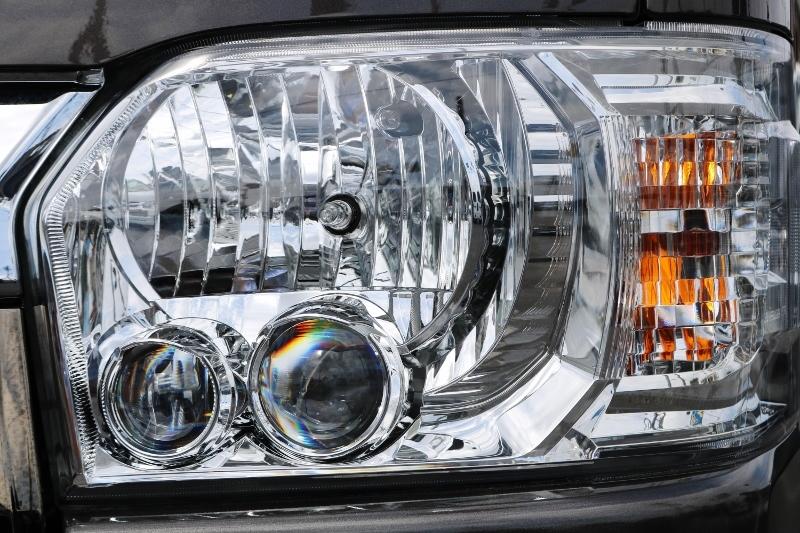 LEDヘッドライトで雨に日も明るく照らしてくれます。 | トヨタ ハイエースバン 2.0 スーパーGL 50TH アニバーサリー リミテッド ロングボディ ANV グラファイトM  ナビPKG